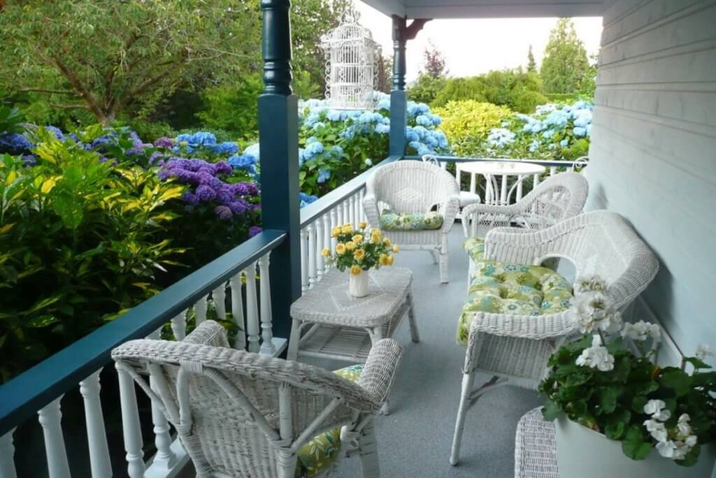 Wicker seating porch ideas
