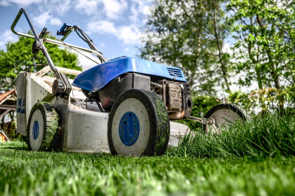 Top 3 Best Riding Lawn Mowers For Steep Hills