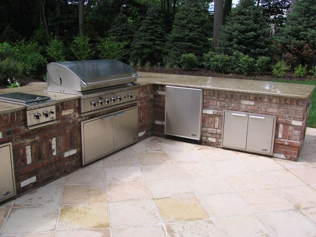 Spacious Brick Outdoor Kitchens Ideas