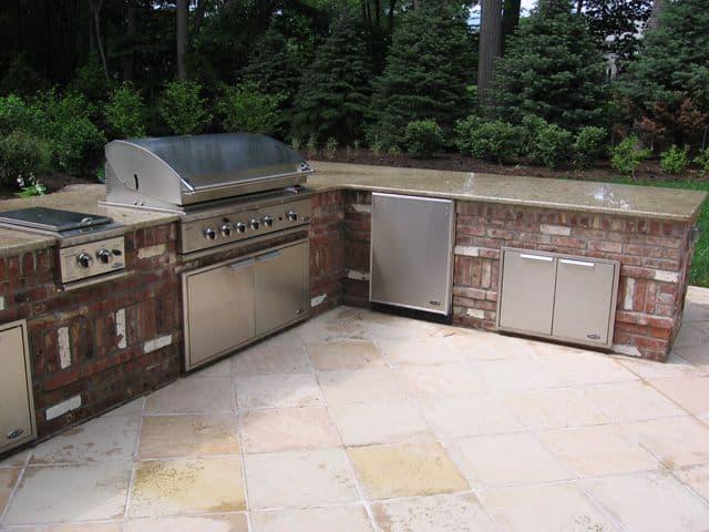 Spacious Brick Outdoor Kitchens Ideas